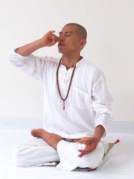 プラーナヤーマ(呼吸法)