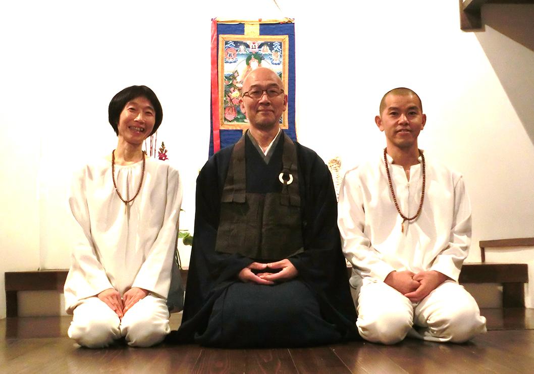 3人並びの写真