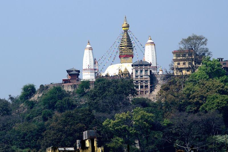 丘の上の目玉寺院